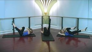 Zayna Gold shows pilates core moves