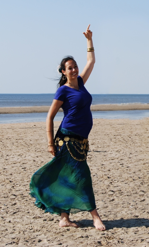 Kyria dancing pregnant on beach